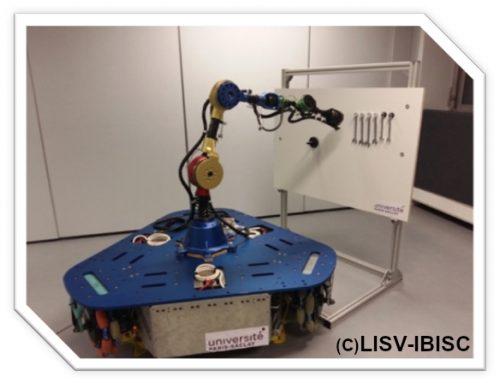La plate-forme EVR@ accueille une nouvelle plateforme robotique mobile munie d'un bras manipulateur.